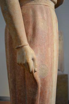 """Particolare di """"Kore Phrasikleia"""",Museo Archeologico Nazionale di Atene.  """"Quando l'arte riesce a trasmettere sensazioni così vicine a noi."""""""