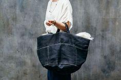 Read at : dahoime.blogspot.com Diy Tote Bag, Denim Crafts, Diy Handbag, Craft Bags, Patchwork Bags, Linen Bag, Denim Bag, Fabric Bags, Big Bags