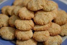 Jaglane kokosanki z trzech składników Składniki: ugotowana kasza jaglana 2 szklanki wiórki kokosowe 200 g cukier lub ksylitol 1/2 szklanki