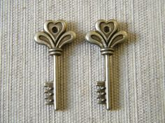 18 x Antiqued Bronze Vintage Small Key Charms by thejourneysend