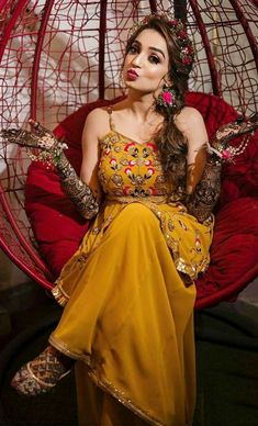 Party Wear Indian Dresses, Indian Gowns Dresses, Indian Bridal Outfits, Indian Bridal Fashion, Dress Indian Style, Wedding Dresses For Girls, Indian Fashion Dresses, Indian Designer Outfits, Designer Dresses