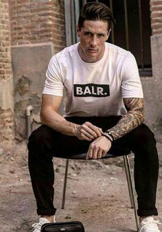 Fernando Torres balr Football Soccer, Football Players, College Basketball, Old Trafford, European Football, Arsenal Fc, Liverpool Fc, Stylish Men, Gorgeous Men