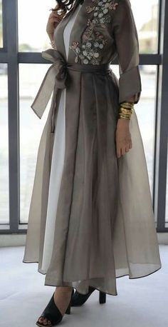 Trendy Fashion Design Hijab Maxi Dresses L'image contient peut-être : une personne ou plus New Arrival Skirt, Street Style Abaya Fashion, Muslim Fashion, Modest Fashion, Fashion Dresses, Mode Abaya, Mode Hijab, Modest Dresses, Stylish Dresses, Maxi Dresses