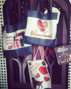 Necesitas un #bolso ? Pon tu #estilo y #personalidad a un bolso #especial y deja el plastico ya de una vez!! #bolsos