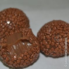 chocolate chip balls with chocolate pudding in middle Candy Recipes, Sweet Recipes, Holiday Recipes, Dessert Recipes, Chocolate Truffles, Chocolate Recipes, Chocolate Pudding, Creative Food, My Favorite Food
