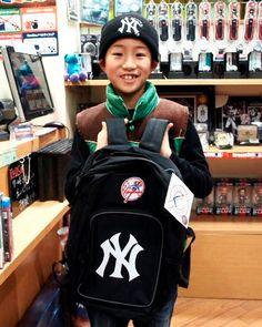 【大阪店】2014年1月4日 ヤンキースのバックパックをご購入頂きましたー♪ニットキャップとバッチリです!! #mlb