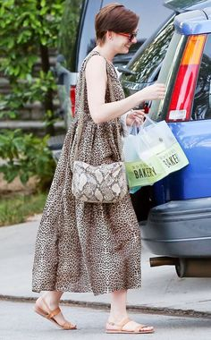 Anne Hathaway taps into her inner animal in a leopard-print dress Anne Hathaway Haircut, Paparazzi Photos, Warm Weather Outfits, Celebs, Celebrities, Beauty Trends, Celebrity Pictures, Summer Wardrobe, Who What Wear