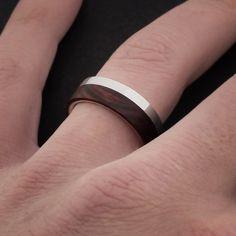Wooden ring/ wedding band, sterling silver and kingwood. Anillo/ alianza de plata y madera de palo violeta. Adam Ballester Joyas.