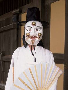 The yeonggam mask is used in mask dances from Eunyul.