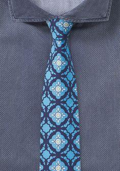 Türkise Krawatte mit traditionellen Ornamenten