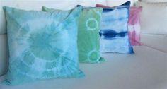 MARABIERTO - Almohadones Terciopelo Batik de 50x50 en turquesa, verde, azul y rosa.