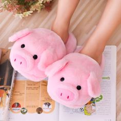 Winter Pink pig home slippers women's warm cotton drag plush.-Winter Pink pig home slippers women's warm cotton drag plush head mute non-slip slippers - Pastel Room Decor, Cute Slippers, Crocheted Slippers, Cooler Look, Cute Plush, Kawaii Plush, Little Pigs, Baby Girl Gifts, Pusheen