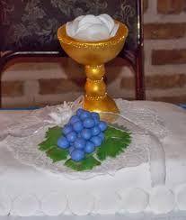 Resultado de imagen para centros de mesa con copas plasticas para primera comunion
