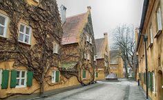 Augsburg, Fuggerei. Miete 0,88€ im Jahr und täglich ein Gebet für Jakob Fugger den Reichen