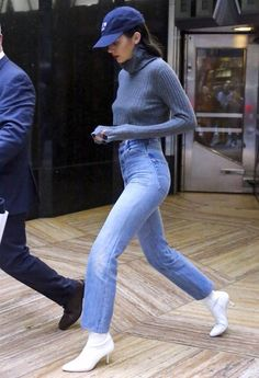 99 Sophisticated Kendall Jenner Street Styles Outfits Ideas To Copy Asap Dressing to impress is on the majority of women's minds. In fact most women strive to find out what clothes … Khloe Kardashian, Robert Kardashian, Kardashian Kollection, Kendall Jenner Boots, Kendall Jenner Outfits, Kendall And Kylie Jenner, Chic Outfits, Fashion Outfits, Womens Fashion
