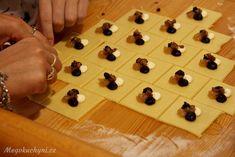 Příprava rohových koláčů Food And Drink