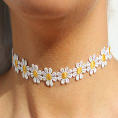 Beautiful Vintage Daisy Flower Choker Chain Necklace Yellow