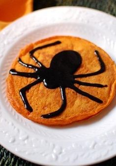 Cinnamon spider pumpkin pancake. For a spooky halloween breakfast!
