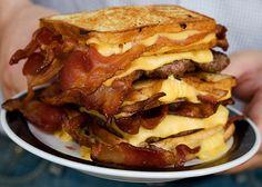 Fritas com Nacho / Cheddar    Bacon, Banana e Pão(?)    Torta/Bolo(?) de Bacon    Torta de Morango    Cachorro quente coberto com parmesão e...