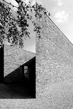 anna schwartz fotografie - architektur - insel hombroich Architecture Details, Modern Architecture, Anna, Brickwork, Photo Black, Light And Shadow, Building A House, Brick Houses, Black And White