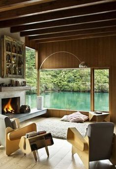 Understated, non pretentious mid-century furniture with the natural landscape backdrop is absolute perfection.