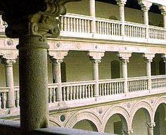 1541. Convento de San Pedro Mártir (Toledo). Puerta de las Bestias. La intervención de Covarrubias en el convento fueron las trazas tanto de la portada como del patio principal, aunque la ejecución de la obra corrió a cargo de Hernán González de Lara. Por primera vez, Covarrubias emplea el uso de los espejos, tan característico en su arquitectura.