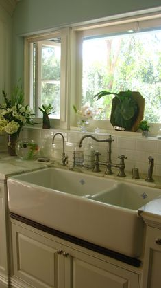 LOVE that double sink and polished hardward