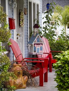 ♥ charming - love the red chairs