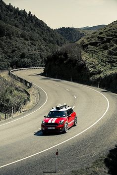 In Search of Surf: MINI Countryman Outruns the Storm in New Zealand