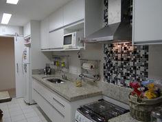 Resultado de imagem para modelo de cozinhas lineares planejadas Exterior Design, Interior And Exterior, New Years Eve Party, Kitchen Cabinets, Linear, Home Decor, Small Kitchens, Content, Cob House Kitchen