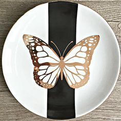 Handmade Porcelain Plate - Hobbies paining body for kids and adult Sculpture Clay, Sculptures, Clay Crafts For Kids, Pottery Painting Designs, Plate Art, Ceramic Painting, Ceramic Art, Custom Jewelry Design, Cold Porcelain