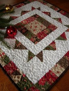 Home For The Holidays Christmas Table Topper . Would Joy teach me to quilt this? Christmas Patchwork, Christmas Sewing, Christmas Projects, Holiday Crafts, Christmas Runner, Christmas Tree Design, Christmas Holidays, Table Runner And Placemats, Quilted Table Runners