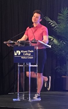 Author Chris Colfer discusses and signs his new book at Miami Dade College-Wolfson Campus on July 2017 Glee Cast, It Cast, Chris Colfer Books, Cory Monteith, Darren Criss, Book Signing, Beautiful Person, Favorite Person, Celebrity Crush