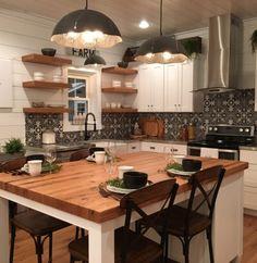 78 Perfect Urban Farmhouse Interior Design Furniture Ideas - Have Fun Decor Farmhouse Interior, Modern Farmhouse Kitchens, Farmhouse Kitchen Decor, Farmhouse Ideas, Urban Farmhouse Designs, Farmhouse Sinks, Interior Modern, Room Interior, Interior Design