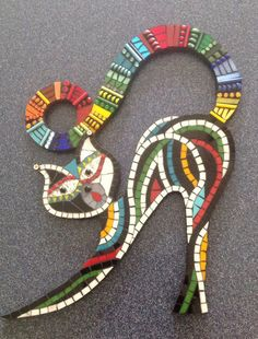 Dezzy: Mosaic Cat by Regina Coyle Mosaic Tile Art, Mosaic Pots, Mosaic Garden, Mosaic Crafts, Mosaic Projects, Mosaic Glass, Glass Art, Stained Glass, Mosaic Mirrors