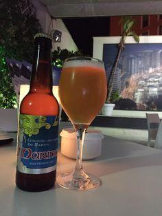 Marina summer ale: Cerveza artesanal de Blanes ( Girona). Color amarillo pajizo con matiz turbio, afrutada y lupulosa. Beer Bottle, Drinks, Color, Craft Beer, Yellow, Beer, Drinking, Beverages, Drink