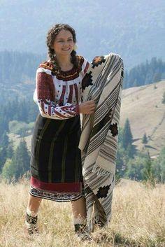 Romanian traditional costume www. Romanian Girls, Transylvania Romania, Folk Clothing, Folk Costume, People Of The World, Photos Du, World Cultures, Traditional Dresses, Beautiful People