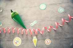 Einschulungsdeko in mädchenhaften Farben findest du natürlich bei uns :) Party, Dots, Pink, School Kids, Back To School, School, Colors, Ideas, Stitches