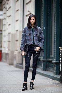 Street Style, NY: bag Fendi /shoes JIL SANDER /pants rag & bone / More photo at: http://www.fashionsnap.com/streetsnap/2014-12-06/47248/
