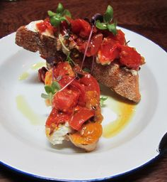 Bruschetta w oven-dried tomatoes cooked with basil, garlic & creamy ricotta Oven Dried Tomatoes, Cooking Tomatoes, Jamie's Italian, Bruschetta, Ricotta, Basil, Garlic, Ethnic Recipes, Food