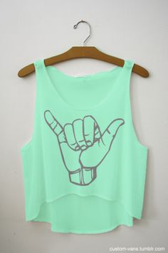 someone PLEASE comment on this picture & tell me where you can buy these screen printed crop tops that are popular on here !