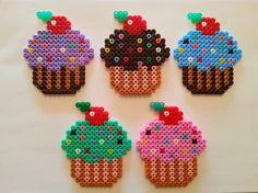 Cupcakes de Hama Beads     Posavasos, broche, imán, llavero o lo que quieras.