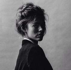 Black & White Photography Inspiration : Alcohol you later Foto Portrait, Female Portrait, Portrait Photography, Photography Ideas, Portrait Inspiration, Hair Inspiration, Jolie Photo, Black And White Portraits, Messy Hairstyles