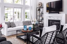 Black and White Home Decor . 24 New Black and White Home Decor . Elegant Black and White Interior Design with fortable atmosphere Home Decor Hacks, Home Decor Trends, Home Decor Styles, Living Room Small, New Interior Design, White Home Decor, Home Decor Bedroom, Interior Livingroom, Design Trends