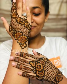 Mehndi Design Girls which is for especially for the younger girls and for this Festive Season and for also the wedding season. These are the best Mehndi Design Girls. Mehndi is an important part of our Culture. Henna Hand Designs, Mehndi Designs Finger, Floral Henna Designs, Mehndi Designs Feet, Latest Bridal Mehndi Designs, Mehndi Designs 2018, Stylish Mehndi Designs, Mehndi Designs For Beginners, Mehndi Design Pictures
