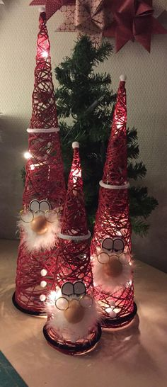 100 Creative Christmas Decor for Small Apartment Ideas Which Are Merry & Bright - Hike n Dip - - Even if you have a small Apartment, you can decorate it for Christmas. Here are Christmas Decor for Small Apartment ideas, that are cheap & budget friendly. Christmas Centerpieces, Diy Christmas Ornaments, Xmas Decorations, Christmas Projects, Holiday Crafts, Christmas Wreaths, Christmas Ideas, Advent Wreaths, Christmas Candles