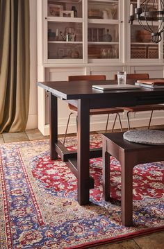 Interior Design Boards, Interior Rugs, Modern Interior Design, Motif Oriental, Oriental Pattern, Room Rugs, Rugs In Living Room, Area Rugs, Brown Leather Chairs