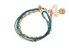 Bracelet chaîne Majique  Cordelette bleu canard Piece/médaillon dorée Finition dorée Longueur réglable  http://www.majiquejewellery.fr/summer-2014-collection/bracelets/fb32224-61630.aspx