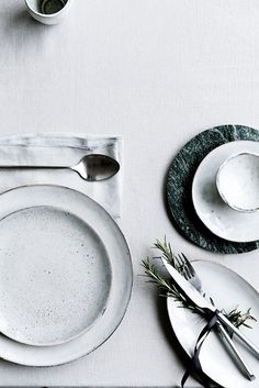 Natural tones for a lovely chic table setting idea  #interior #tableware