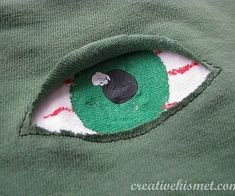 reverse applique EYE by Regina Lord (creative kismet), via Fhjlickr How to mend a hole. Embroidery Applique, Embroidery Stitches, Broderie Anglaise Fabric, Sewing Hacks, Sewing Projects, T-shirt Broderie, Visible Mending, Reverse Applique, Fabric Manipulation